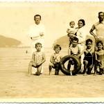 Com pais e irmãos. Segundo da direita para a esquerda. 1939.
